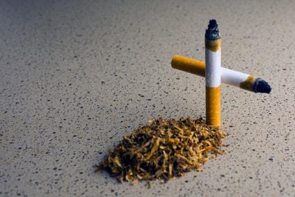 croix avec cigarettes pour arrêt tabac