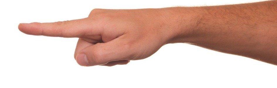 montrer du doigt